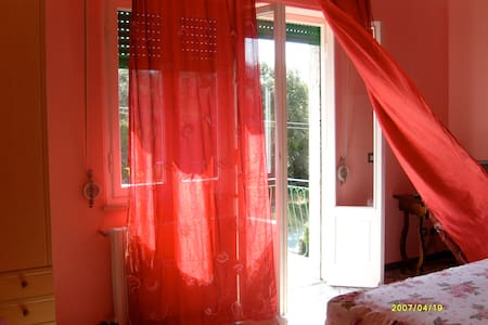 Red Rose By B & B Verdemare Pisa - Tirrenia - Bed & Breakfast