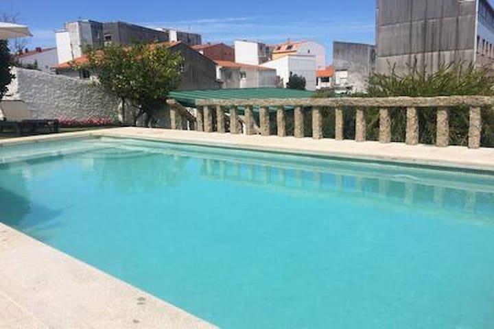 Piso con jardín y piscina