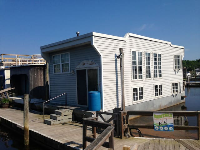 Houseboat at Treasure Cove Marina - Riverhead - Casa