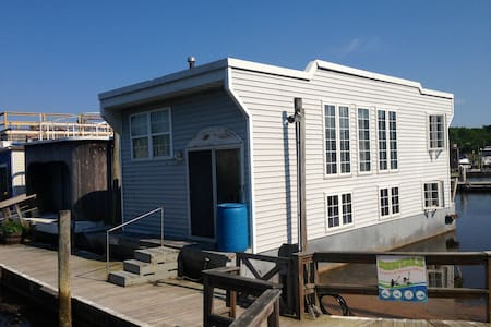 Houseboat at Treasure Cove Marina - Riverhead - Dom