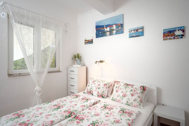 Villa Rosa - Double Room with Private Bathroom