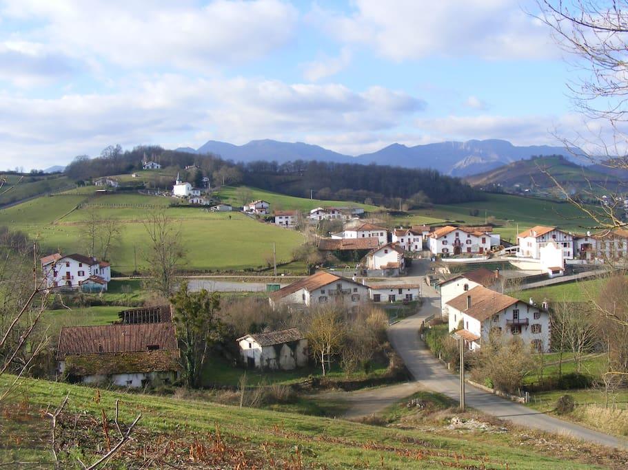 le village, Laxaga est la 1ère maison en bas à droite