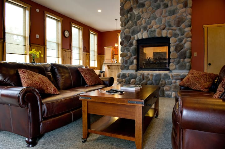 Luxury in the Adirondacks - 16 ppl! - Chestertown - Flat