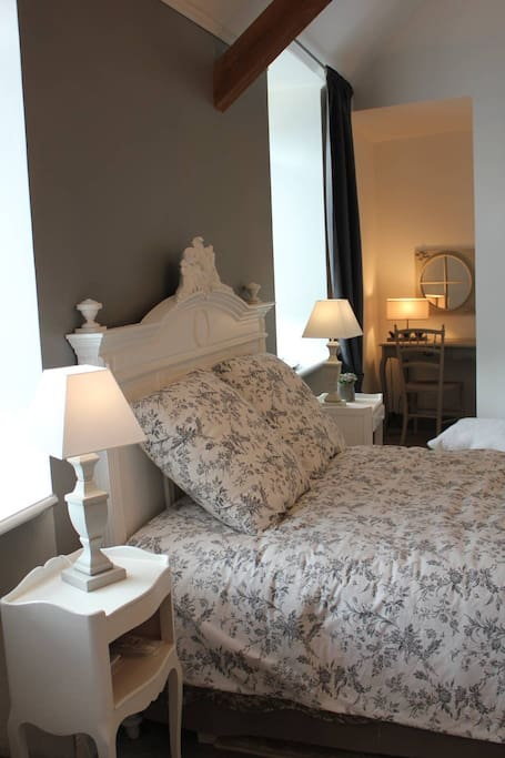 le presbyt re de s vigny chambre 1 bed and breakfasts for rent in s vigny waleppe champagne. Black Bedroom Furniture Sets. Home Design Ideas