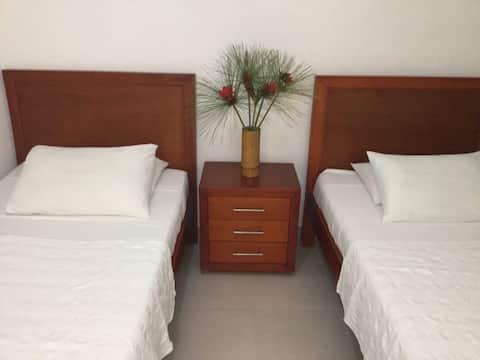 Habitación triple en hotel con ambiente familiar