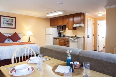 Pet friendly and close to town & beach Sandcastle Inn#606