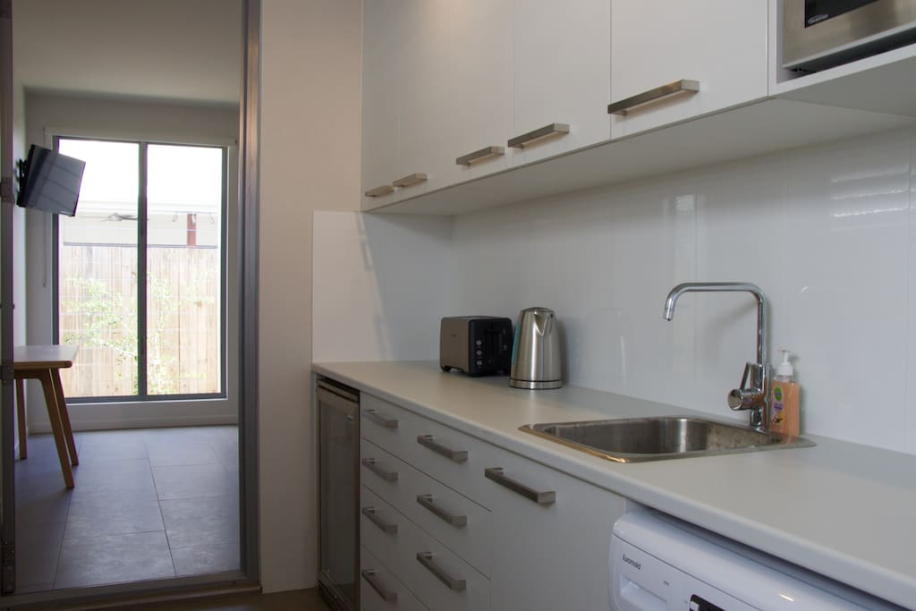Kitchenette, including washing machine and clothes line