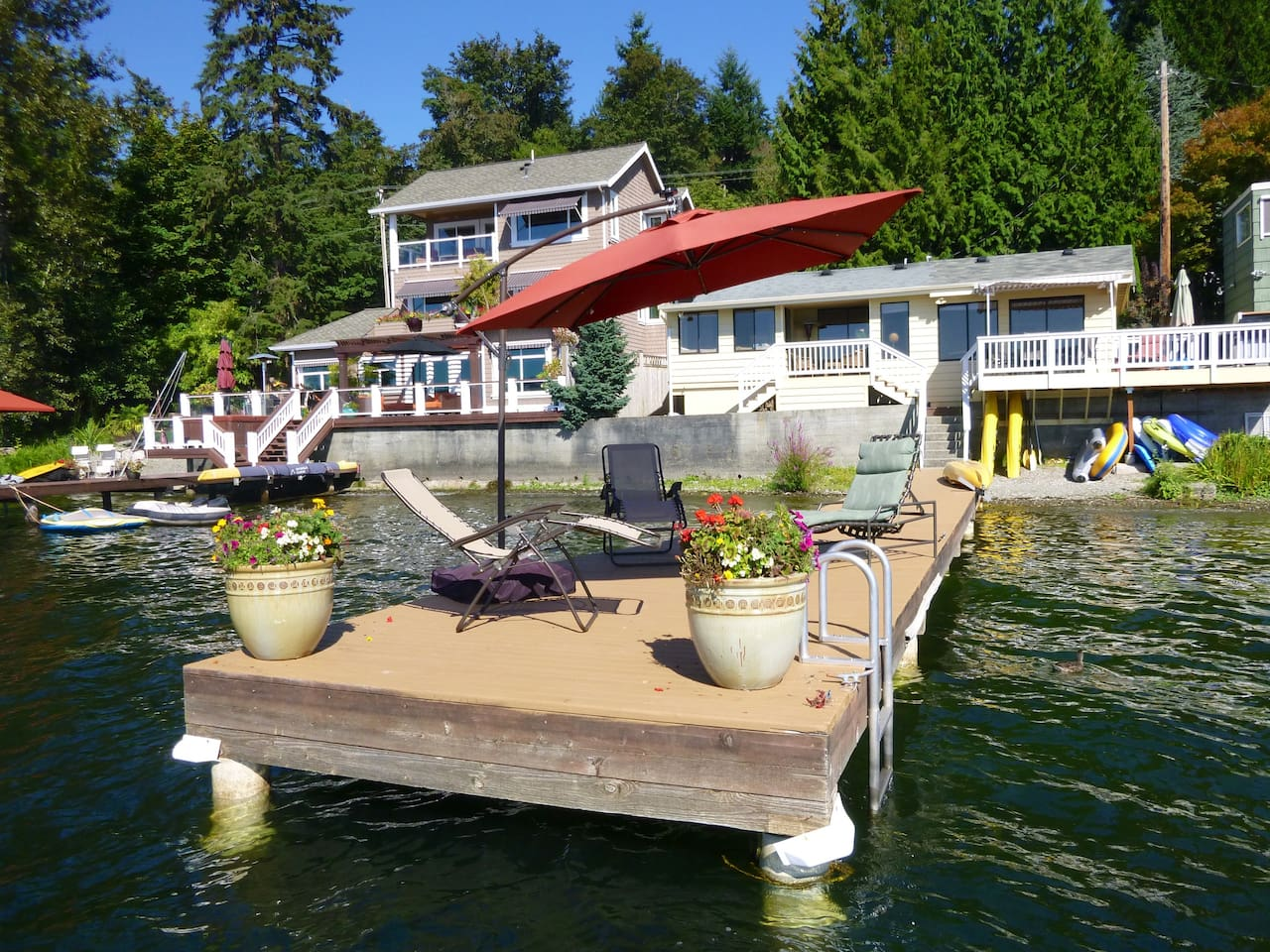 View of the House from the lake (on the right, the yellow one). You can use the kayaks, paddle board, raft or the floating stations to enjoy the lake or just relax by the big umbrella.