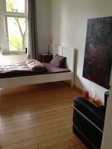 Zimmer mit Balkon zum Garten - Hanover - Apartemen