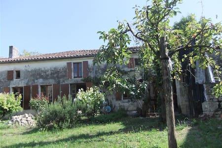 Charming Farmhouse near Cognac - Louzignac