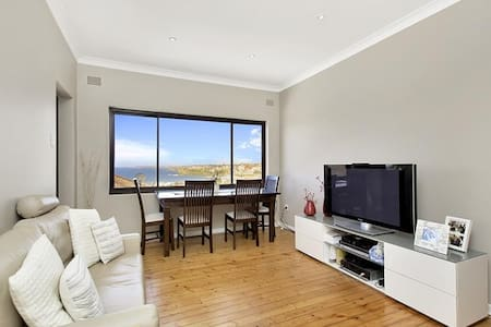 2BDR APT With Amazing Bondi Views