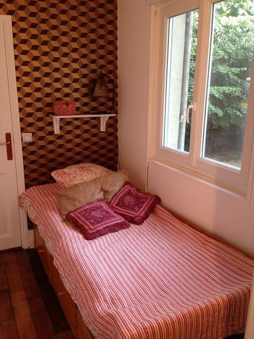 La Chambre ; The Bedroom