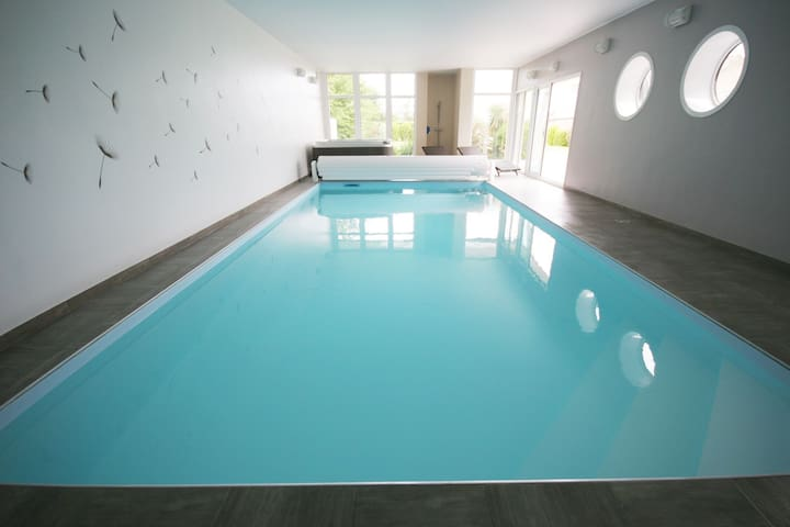 Beautiful modern villa with pool, Jacuzzi and a luxury kitchen island