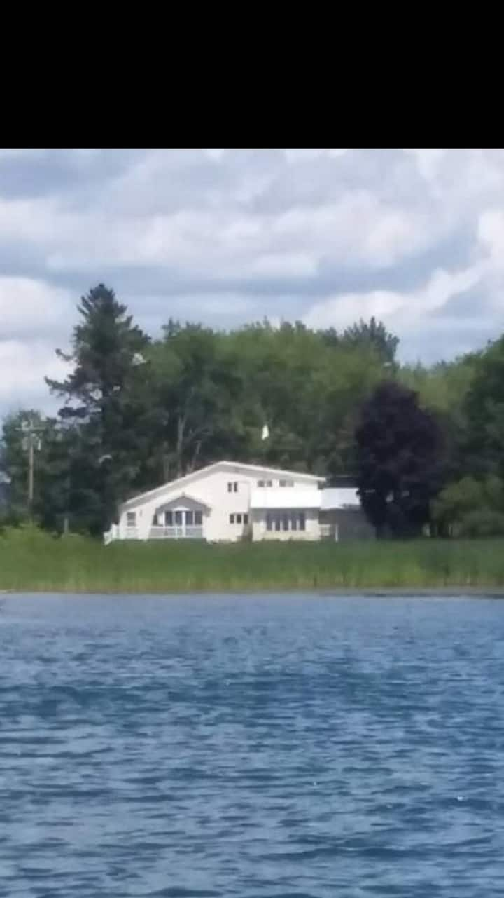 Waddington Riverfront Vacation House
