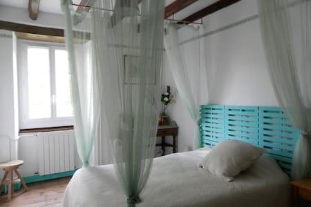 B&B dans grande maison à ANHAUX  - Anhaux - Guesthouse