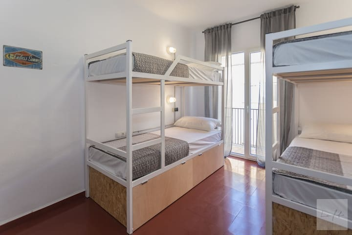 Bed in 4 Bed Room with balcony (Shared Bathroom)