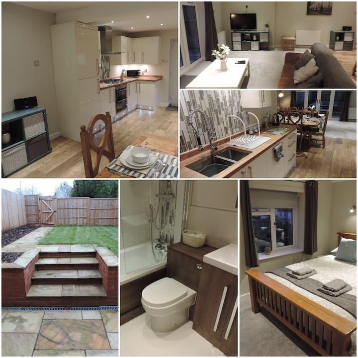 4 Bedroom Farnborough Airport Accommodation