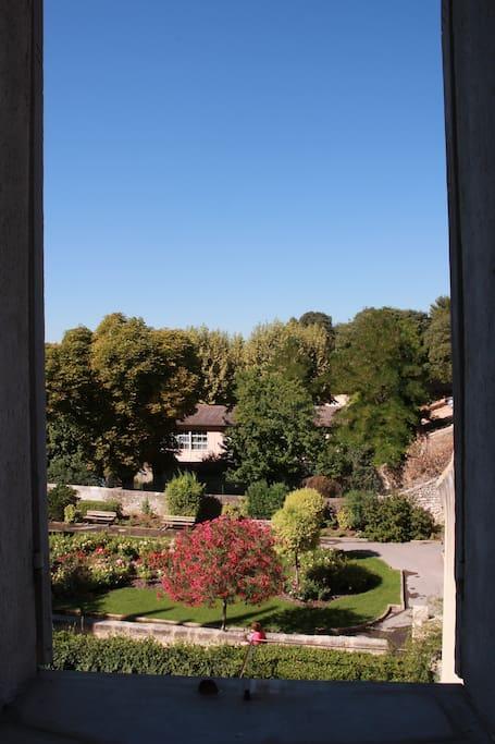 Vue sur jardins pavillon vend me wohnungen zur miete in - Les jardins d arcadie aix en provence ...