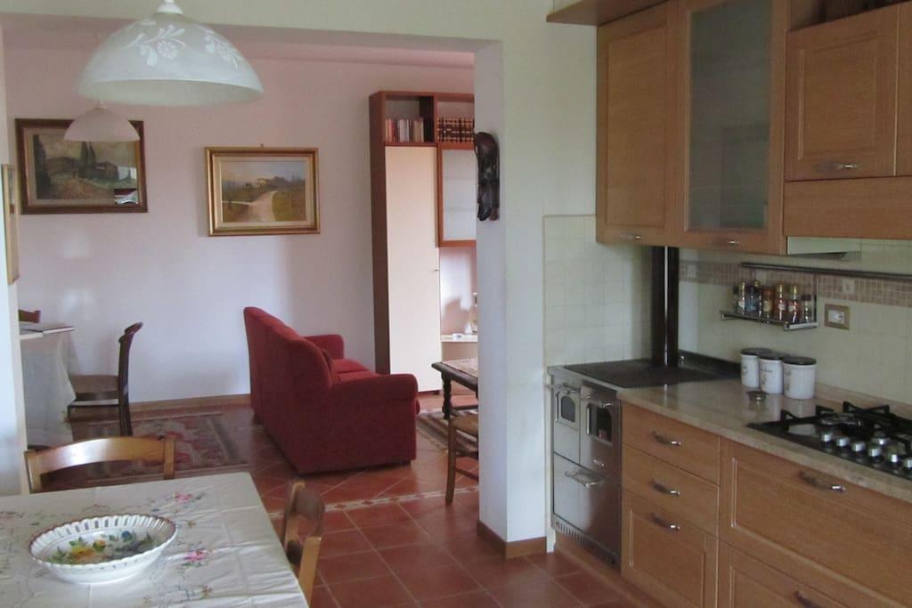 cucina e salotto - kitchen and living room