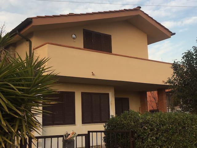 Grande appartamento con terrazza InVilla - Pise - Villa