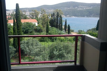 Sea View 4B Quiet Town Apartment 2 - Vathy
