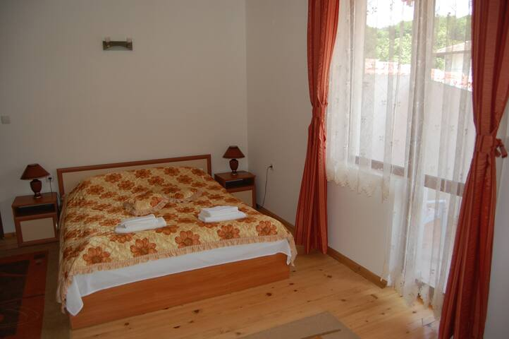 Guest House Biju in Tryavna, BG - Tryavna - Bed & Breakfast