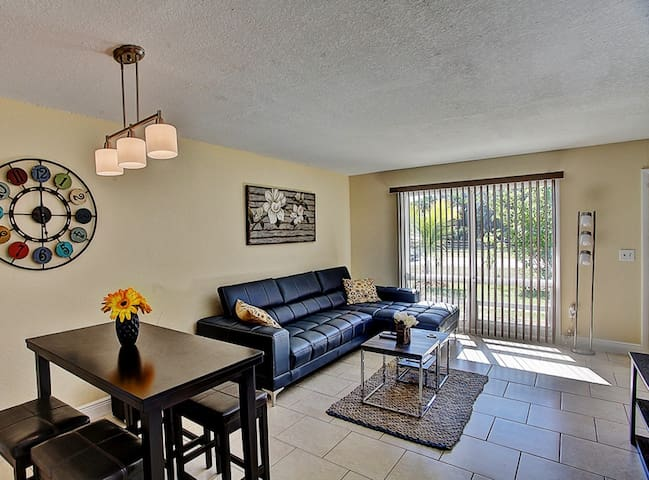 Bright 2BR Fort Pierce Townhome - Fort Pierce