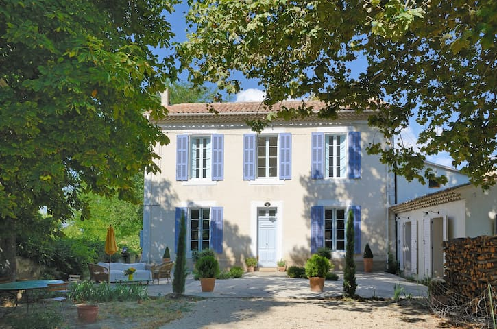 A Bastide in the Luberon, Provence - Grambois - House