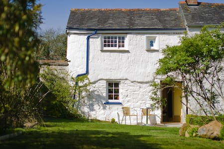 Ancient Cottage &  Romantic Garden - Helston