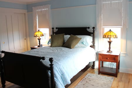 CarriageHouse B&B/Surrey Room  - Sheridan - Casa