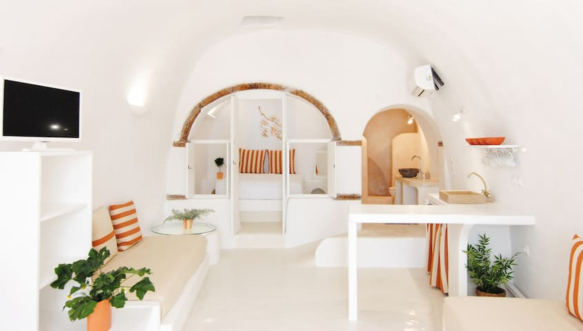 Assyrtiko_White Grape Suites