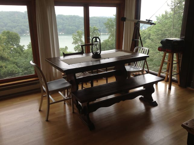 Candlewood Lake Cabin, The Overlook - New Fairfield - Cabaña