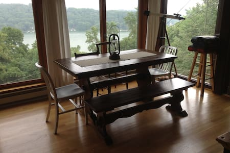 Candlewood Lake Cabin, The Overlook - New Fairfield - Cabin