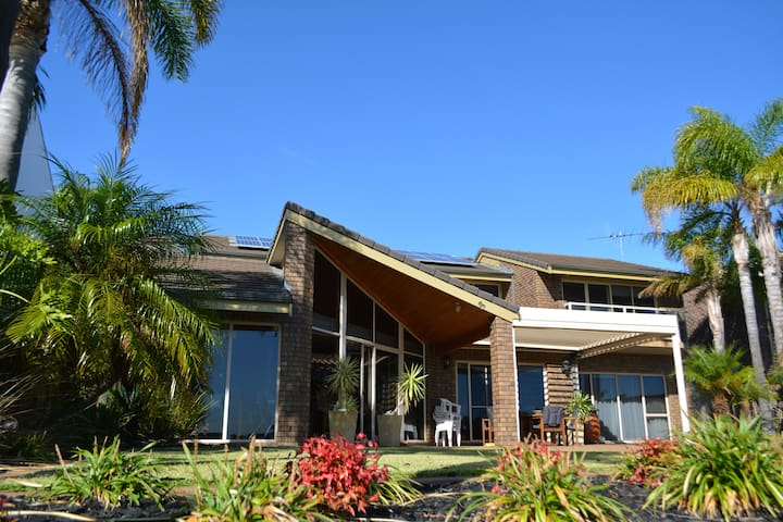 Absolute Lake Front West Lakes Home - Adelaide - Hus