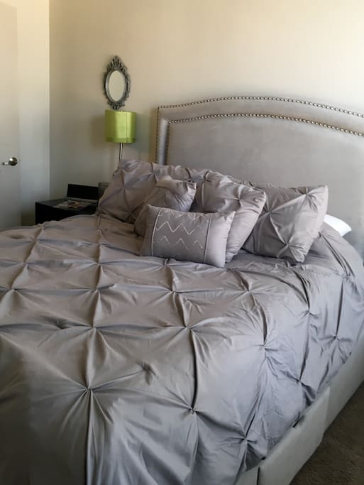 Master Bedroom Bed - Comfy bed and linen.  Two standard sized memory foam medium support pillows.