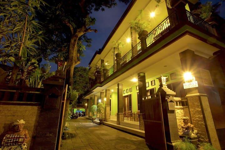 Budhas Guest House Kuta
