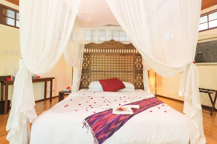 Romantic Hilltop Garden Villa - Boracay - Villa