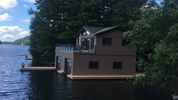 Lake Rosseau Boathouse Getaway for 2
