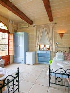 Lisa's Farmhouse Single Room /Gozo - Kerċem - Bed & Breakfast