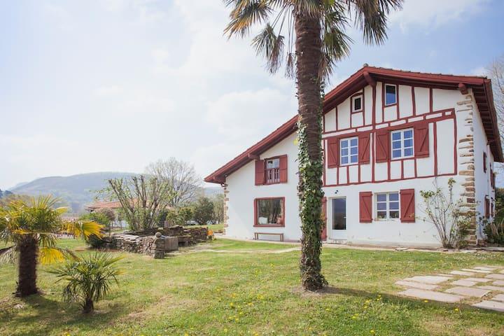 Grande Maison Basque à 10min de St Jean de Luz