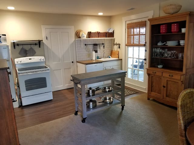 Full kitchen with dishwasher. Everything you need to prepare that gourmet meal or just microwave popcorn.