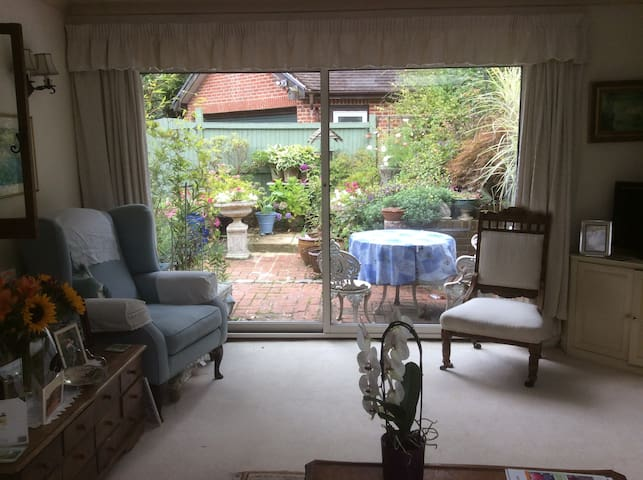 Pretty cottage near foot of Downs - Ditchling - Bed & Breakfast