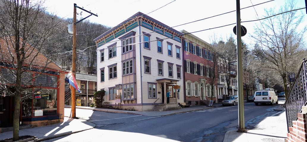 Downtown Apartment - Jim Thorpe - Apartment