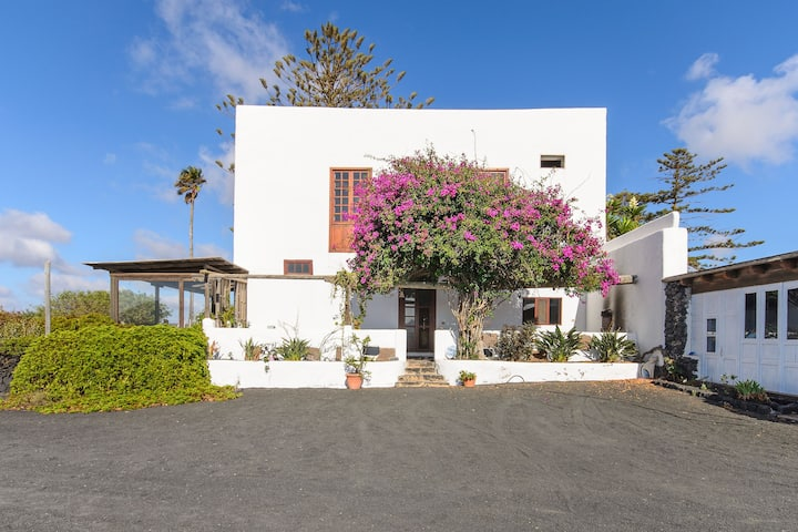 Idyllic Finca Tisalaya with Wi-Fi, Terrace & Panoramic View; Parking Available