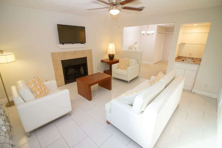 Newly Remodeled Awesome Town Home 101