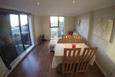Luxury Double Room + Private Bath,Modern Apartment - Surbiton - Apartment