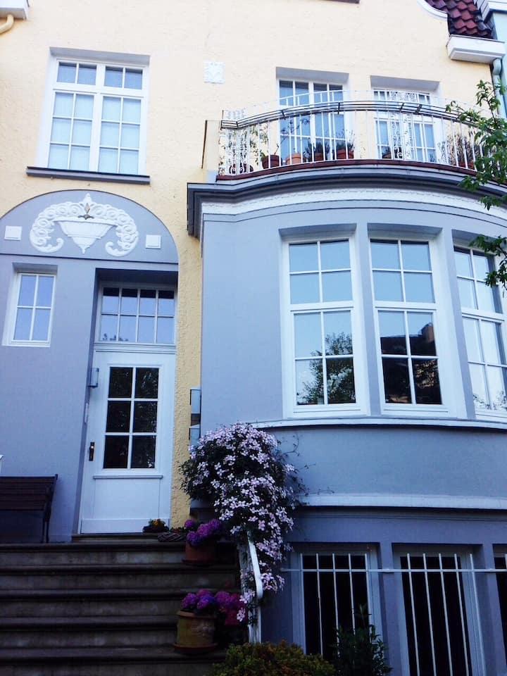Schöne Wohnung im Altbremer Haus-standardgereinigt