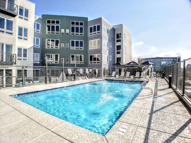 C3 | YES! Our Pool is OPEN | King Bed | Top Floor