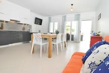 Nice ground floor house 20 meters from the beach.