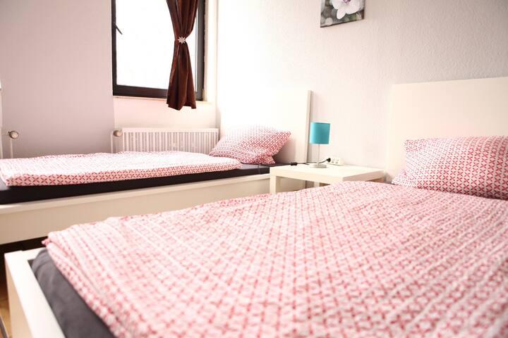Pension-Schönes Zimmer 15 min zu Köln HBF